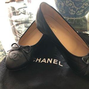 Authentic Chanel 316 black classic flats